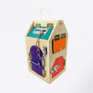 casita de cerraduras de madera, juguetes hechos artesanalmente por Little viking toy